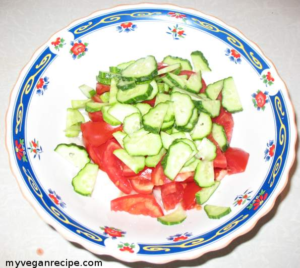 sliced cucumbers and tomatoes